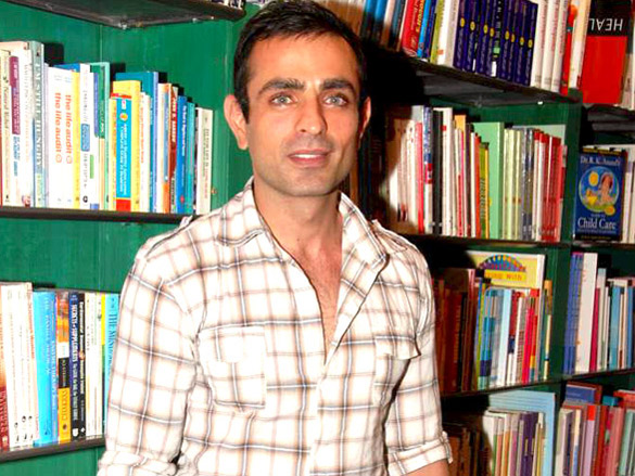 Actor_Mayank_Anand's_book_reading.jpg