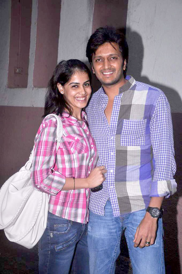 Riteish_&_Genelia_watch_'Bol_Bachchan'_05.jpg